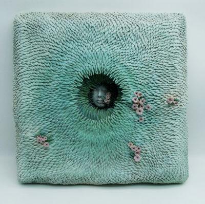 Muriel Persil, Au fond de l'eau, mural sculpture. Earthenware, engobe, matt cover, 2017. 40 x 40 cm.