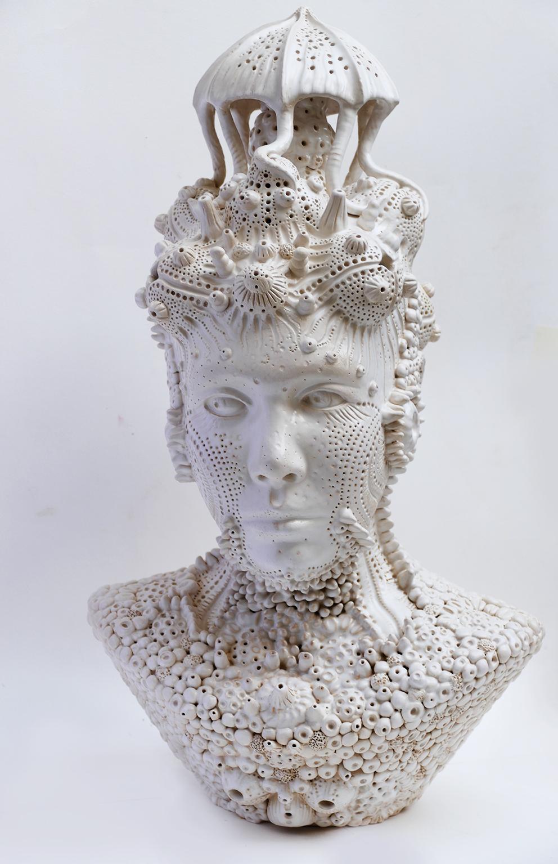 Muriel Persil, La méduse, faïence émaillée, 2015. 57H x 33L X 28P cm