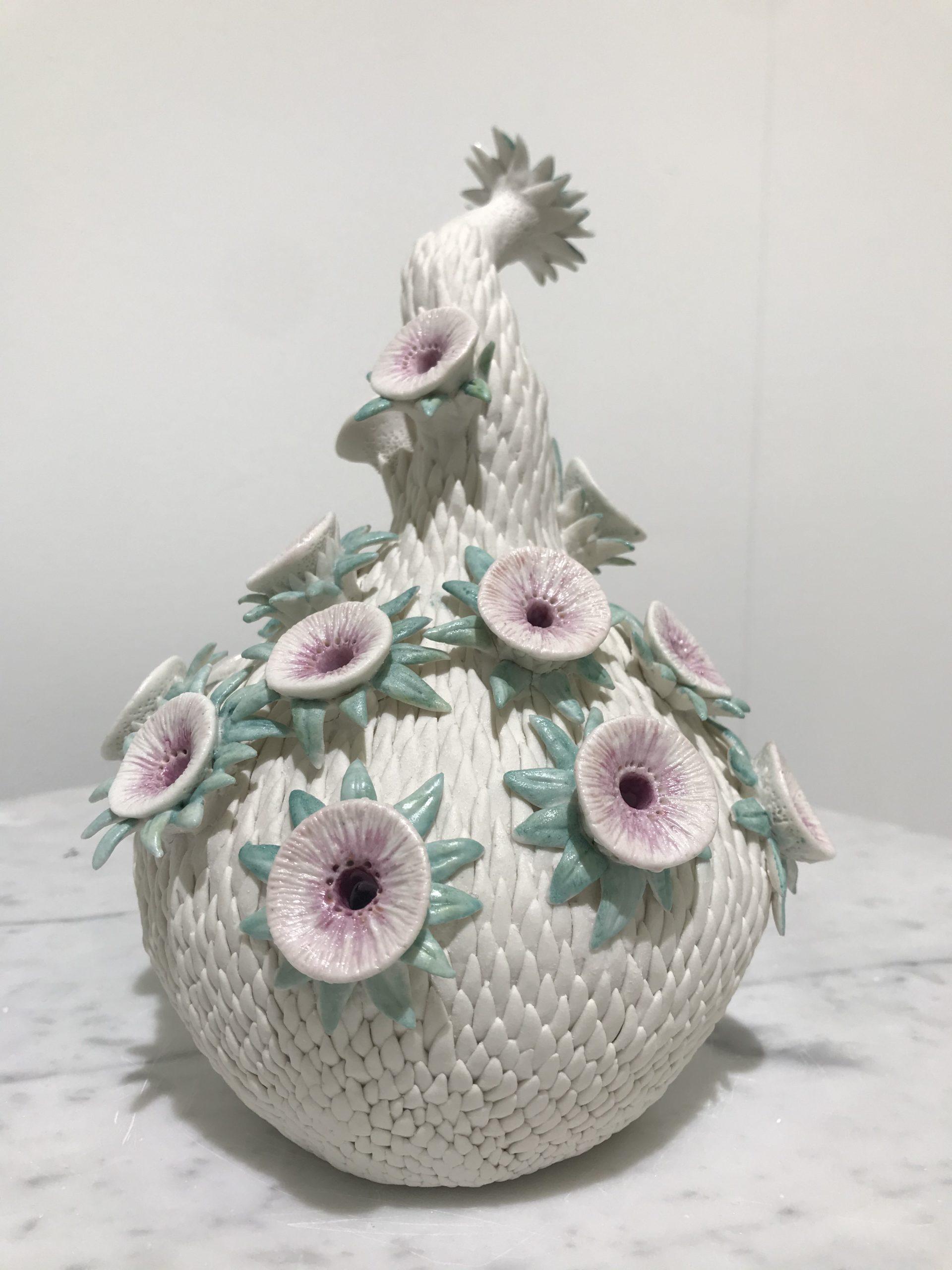 Muriel Persil, La curieuse, dos, Porcelaine, 2019.